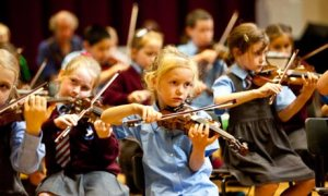 School-children-playing-violin